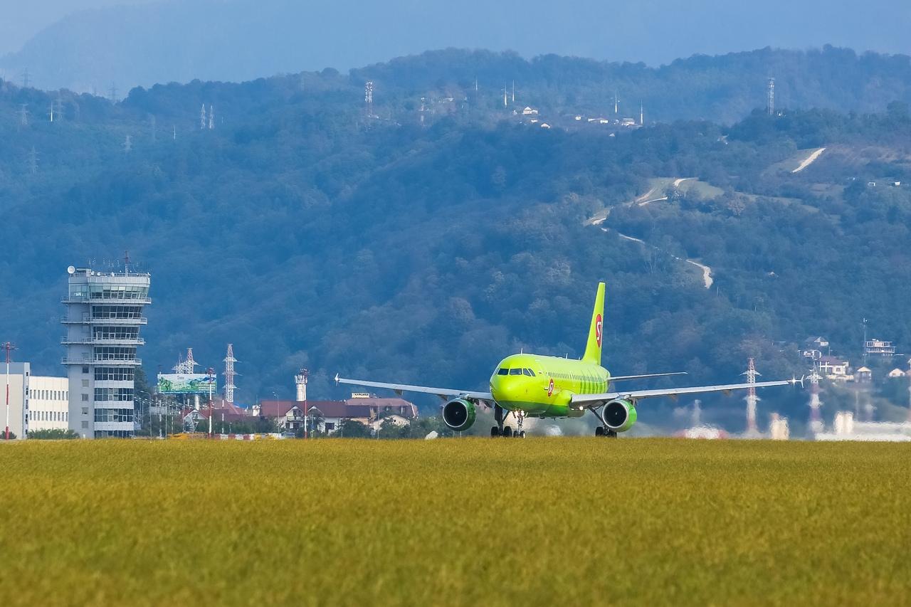 Аэропорт Сочи принял первый рейс авиакомпании S7 из Иркутска